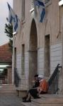 27 okt Tanter på trappan till synagogan